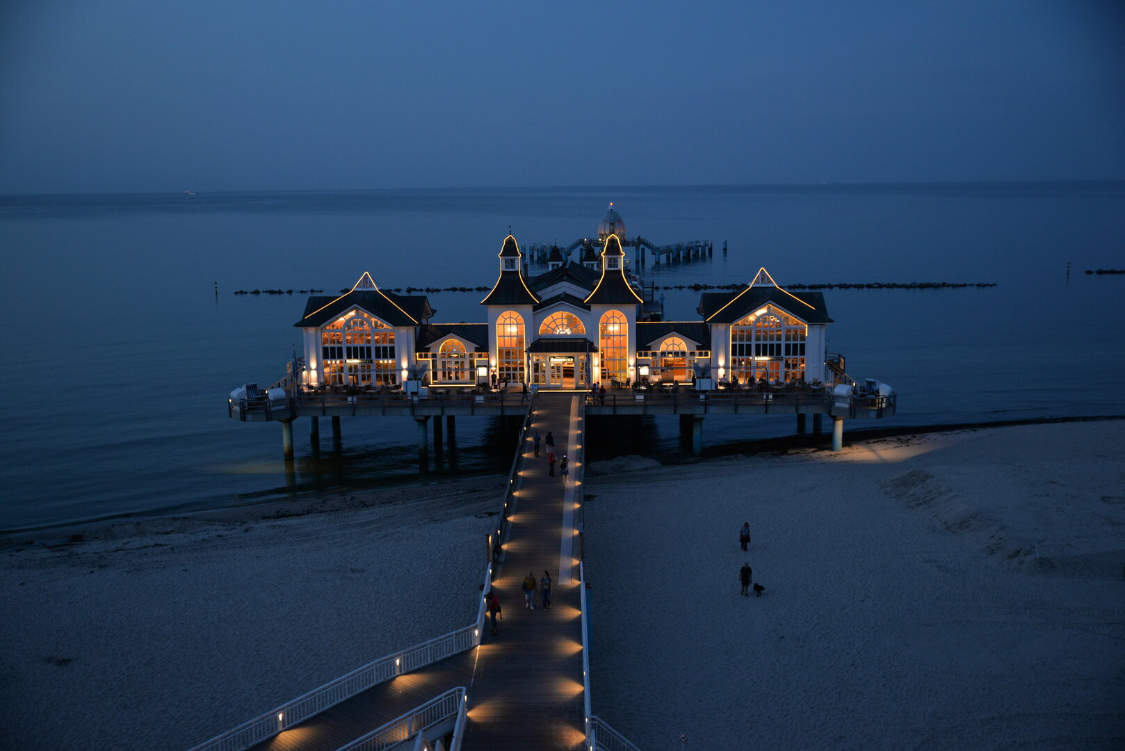 Sellin's pier at night